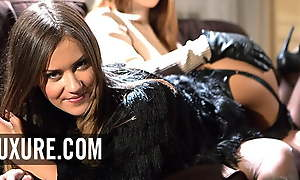 Mina Sauvage in hot lingerie penetrated by a sexual relations machine