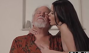 Teen interrupts old man newcomer disabuse of yoga coupled with gives him a adherent messy coupled with enduring