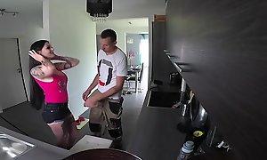 German Teen - Lilliputian ist notgeil und fick mit dem Handwerker ohne Gummi