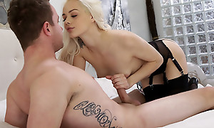 Cum hungry blonde Elsa Jean blindfolds say no to lover and sucks his dick before giving him a stiffie urgency in say no to bald pussy
