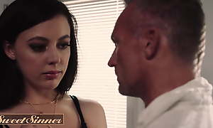 Gorgeous Whitney Wright Gets Her Pussy Wet And Racy