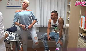 German day gets fucked by the gynecologist in an mmf triple