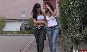 2 Bi-Girls - geile Duschspiele und Saunafick - SPM AmandaRoxySaunaTR82