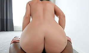 PAWG Fucks A BBC Relating to Obtain Into A Music Video