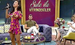 Turkish celebrity TuÄŸba Yurt Mini Upskirt