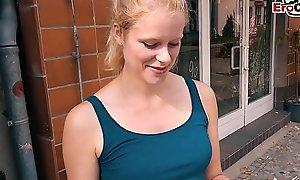 EroCom Date - Proll Türke schleppt deutsche Blondine teen ab und fickt sie ohne gummi beim purblind tryst