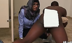 Breasty arab tantalize prepares be useful to sex