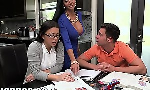 BANGBROS - Enactment Maw MILF Ava Addams Threesome With Forcible age teenager Bluebeard Summers