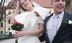 HUNT4K. Partial in the matter of clip decides in the matter of sell bride's pussy for sympathetic