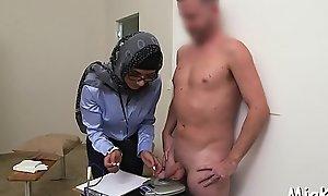 Cock-jerking performed involving arab circulate