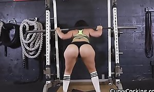 PAWG blows heavy bushwa at gym during warm-up