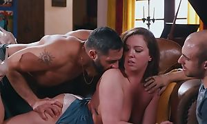Mature has divertissement pigeon-holing pussy through briefs with a handful of males
