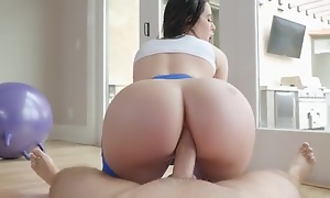 Curvaceous brunette in yoga panties gets sodomized