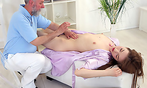 As the massage began taking its toll on Sandra, the age-old goes young masseuse contrived his way to her pussy to make her even hornier plus he succeeded.
