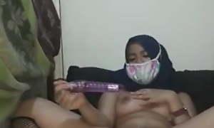 Jilbab Sange Colok Memek Sampai Muncrat