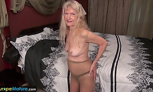 Old granny Cindy gone totting up horny