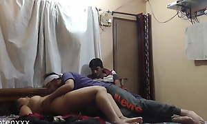Indian sexy wife shared near brother, Poti ko shamne chuda!